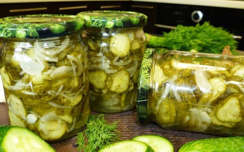 salat-iz-ogurcov-s-lukom