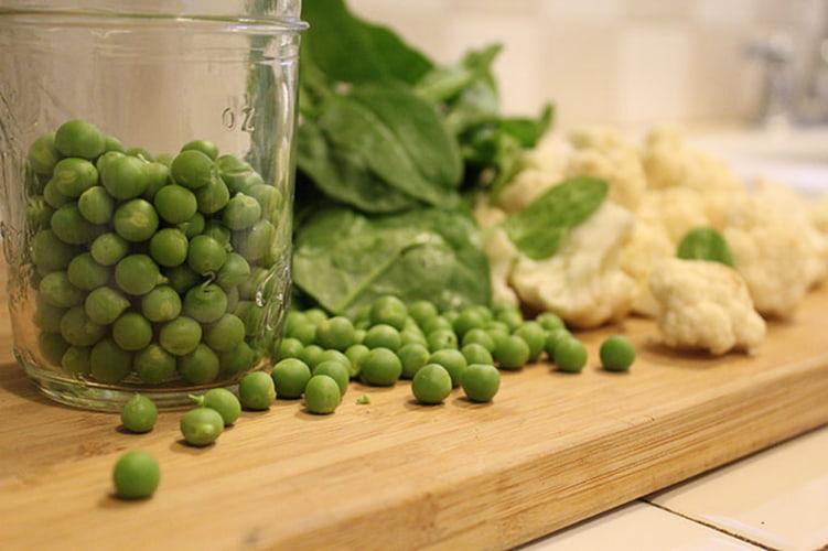 salat-iz-zelenogo-goroshka-s-kapustoj