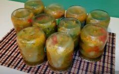 dunajskij-salat-iz-zelenyh-pomidor-s-kapustoj-na-zimu